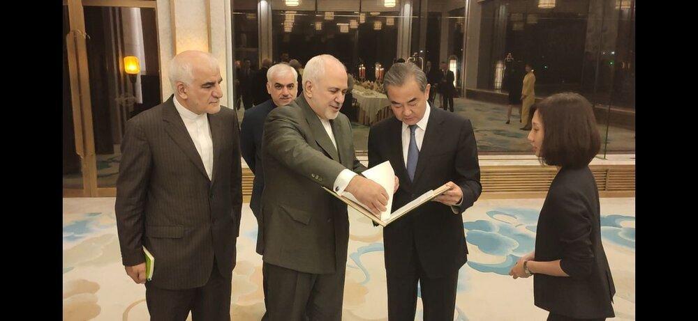 ظریف نقشه راه تهران و پکن را به زبان چینی منتشر کرد