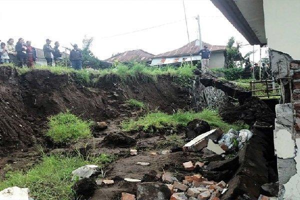 رانش زمین در اندونزی 11 نفر را مدفون کرد