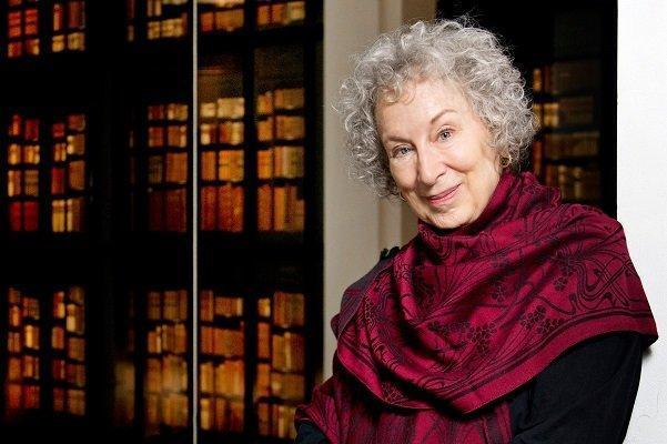 جنجال در جامعه ادبی کانادا، نامه نگاری در دفاع از نویسنده اخراجی