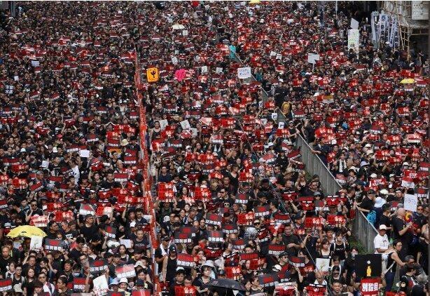 ادامه اعتراض ها در هنگ کنگ