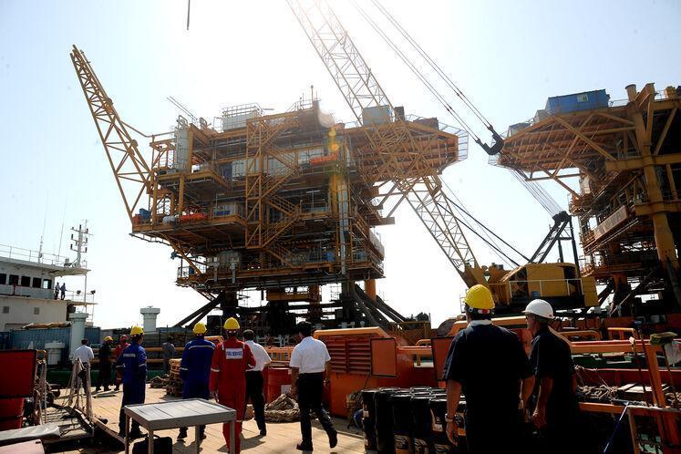 نصب دومین سکوی 1000 تنی میدان نفتی هندیجان