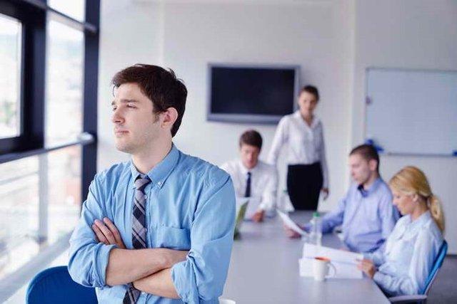 رابطه رضایت شغلی با سلامت روان کارمندان