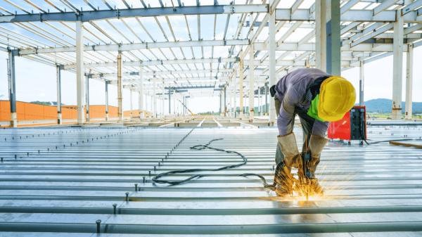 سقف عرشه فولادی چیست؟ روش اجرا و اهمیت آن در سازه های بتنی