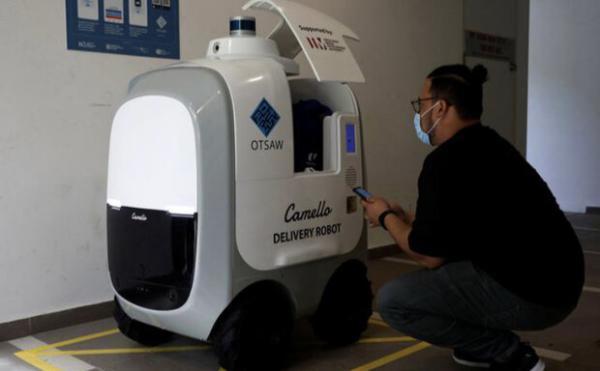 روبات سنگاپوری شیر و تخم مرغ به در خانه ها می برد